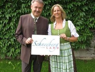 Scheeberglanddirndl und Janker - exklusiv in der Region