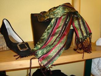 Schuhe und Tücher